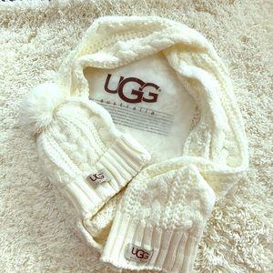 Ugg set hat and scarf